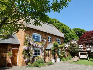 Luxury New Forest Cottage .March madness discount >L100 off 5 bed bookings!<