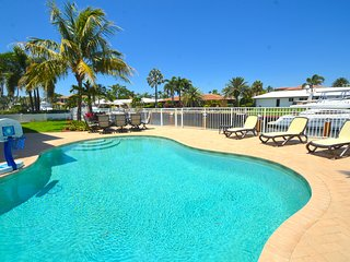 BTSVV SEABATICAL-WATERFRONT+PRIVATE HEATED POOL+1 MILE TO BEACH+5 BEDROOMS