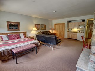 Sleeps 6 Gateway Lodge 5016 Fireplace, Free WIFI, Central Location by SummitCove