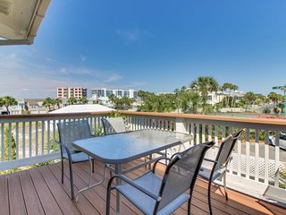 NEW LISTING! Lovely townhouse with deck, ocean views, and easy beach access!