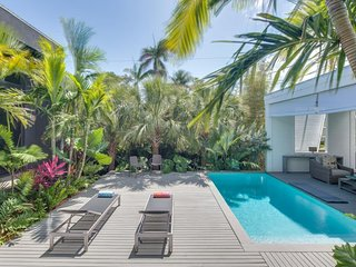 Gorgeous modern home with private pool near beach, fishing, and more