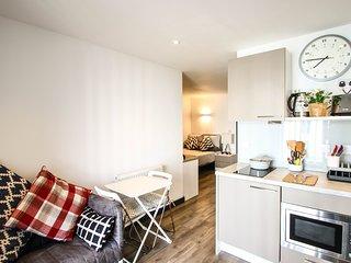 Contemporary Serviced Studio Apartment in Luton City Centre