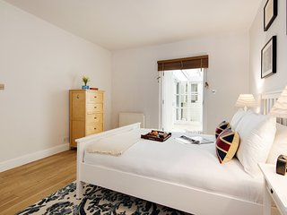 The Spacious Prince of Wales Apartment - CVO