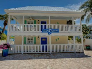 LuLu Green Brand New in the heart of Siesta Key Village, 4 minute walk to beach,