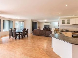 Madora Beach House - Mandurah