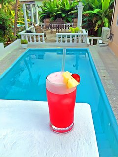 Nothing is as blissful as frosty cocktails by the pool on a hot day