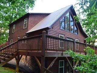 Luxury Log Cabin 4 bdr, 4 bath -8 Min To Casino