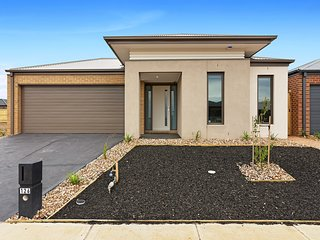 GRASSBIRD LODGE 124 - MELBOURNE 5BDRM