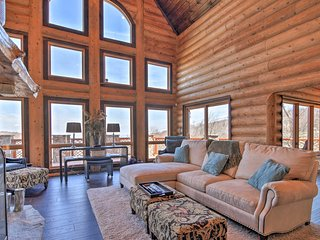 NEW! Luxury Beech Mtn Ski-In/Ski-Out Cabin w/Views
