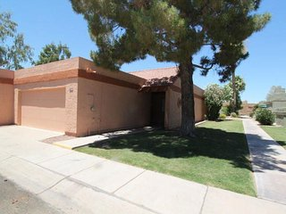 Beautiful, Furnished 2 bed/2bath Townhome in Tempe!