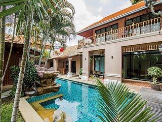 Pratumnak 10 Bedroom Villa sleeps 20 in Pattaya by HVT