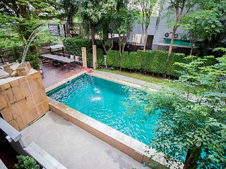Pratumnak Villa 10 Bedroom Sleeps 35 by HVT