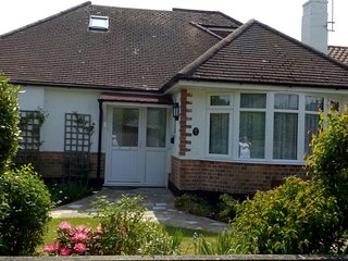 Large Detached Bungalow 5 mins to sea, on edge of new forest. suitable disabled.
