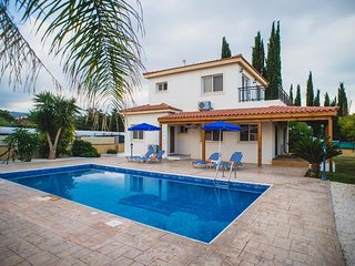 BEACH FRONT Family Villa Private Pool and Garden. Near to Amenities Sleeps 8