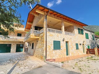 Villa Kokanovi Dvori-Four-Bedroom Villa with Terrace, Jacuzzi and Swimming Pool