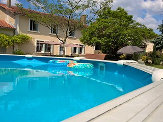 La Maison Catalpa. Rural French Farmhouse. Pool, jacuzzi. Family Friendly.