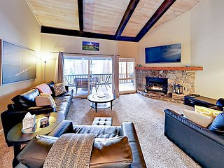 New Listing! 3BR Condo w/ Balcony & Fireplace, Close to Skiing & Beaches