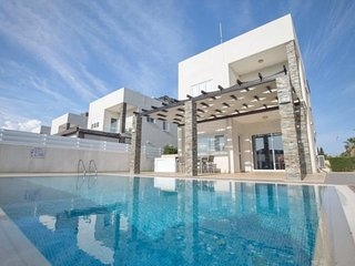 ANEMONI 9 - 4 BED WITH POOL CENTRAL PROTARAS