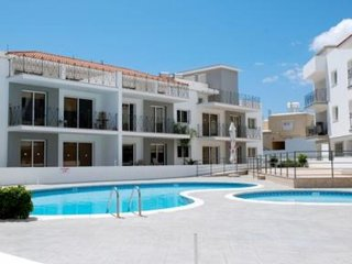 CRYSTAL APARTMENT - 2 BED SHARED POOL - KAPPARIS 10 MINS TO BEACH