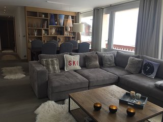 Luxury apartment in the village and 100m from the slopes