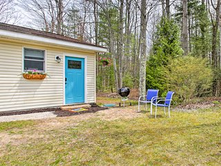NEW! Suttons Bay Studio w/Fire Pit-Walk to Beach!