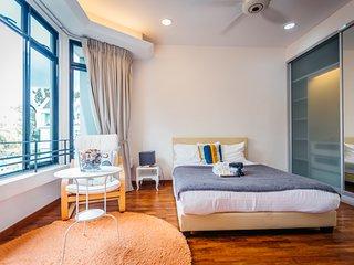 Bright & Spacious Master Room max 3 pax