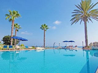 BAY VIEW APARTMENT - 2 BED WITH SHARED POOL CENTRAL PROTARAS