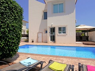 VILLA SEAVIEW 3 BED PRIVATE POOL PERNERA JUST 5 MINS WALK TO BEACH