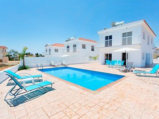VILLA OURANIA - 4 BED WITH PRIVATE POOL - NISSI BEACH AYIA NAPA