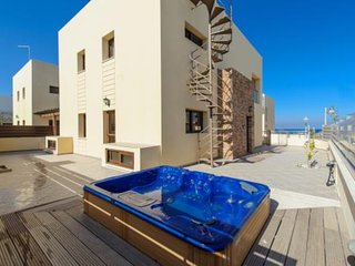 OCEANIC  VILLA - 3 BED WITH HOT TUB CENTRAL PROTARAS