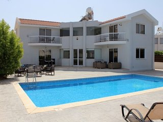 VILLA MANDALI - 3 BED VILLA WITH POOL CENTRAL PROTARAS