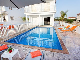 VILLA CHRISTA - 4 BED WITH PRIVATE POOL - NISSI BEACH AYIA NAPA