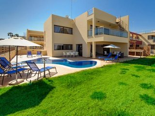 MEDITERANNEAN DREAM VILLA - 5 BED WITH POOL CENTRAL PROTARAS