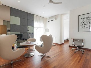 Modern & big private studio room with services in bungalow shared pool S8