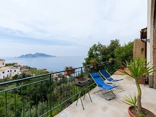 Accomodation with large balcony and Capri view