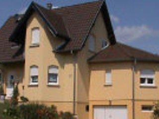 Appartement avec une entree individuelle de 73 M2 et mitoyenne a la maison.