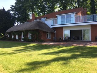 Henley-On-Thames 5 Bedroom Detached Riverside Home with Private Island