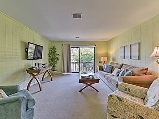 Hilton Head Condo - Steps to Beach w/ Pool Access!