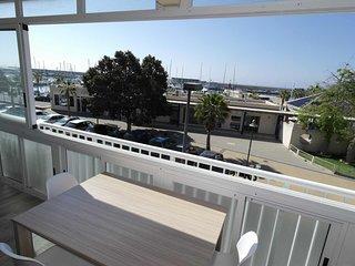 CN2B, Coqueto apartamento frente al club náutico de Villajoyosa.