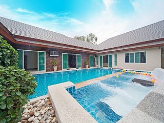 Jovial Villa 6 Bedroom Pool Villa in South Pattaya