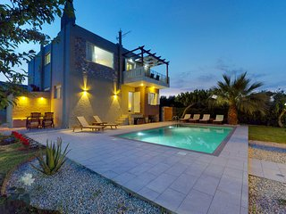Petronila Luxury Villa, 1km From Kissamos Beach, Chania
