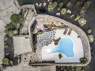 Casa Los Olivos, piscina estilo jameos del agua