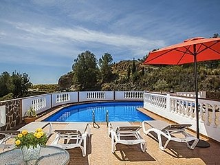 Nerja Villa Sleeps 6 with Pool and Air Con - 5000448