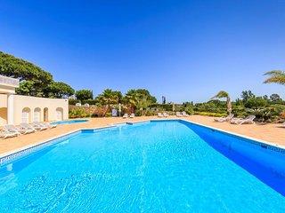 Quinta do Lago Villa Sleeps 4 with Pool Air Con and WiFi - 5480322