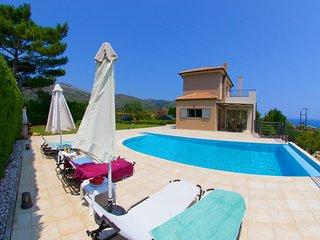 Skala Villa Sleeps 6 with Pool Air Con and WiFi - 5585414