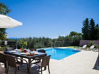 Skala Villa Sleeps 6 with Pool Air Con and WiFi - 5238076
