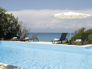 Amazing villa by the sea with private swimming pool and breathtaking view