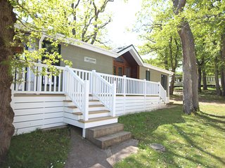 BEAUTIFULLY APPOINTED HOLIDAY LODGE on a holiday site 3 mins walk to beach