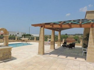 2 bedroom Villa with Pool - 5627194