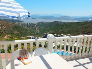 BODRUM FABULOUS LAKE VIEW APARTMENT WITH 4 SWIMMING POOLS NEAR TO BEACHES